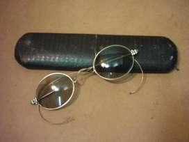Anteojos antiguos con patilla flexible y estuche original 1910