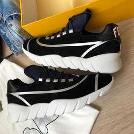 tenis FENDI negros suela blanca alta gama para hombre