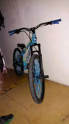 Se vende Bicicleta venzo fx7