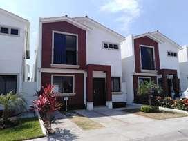 Linda Casa en Alquiler Urb. Napoli 3 habitaciones / piscina