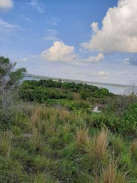 Bella finca rodeada de con el agua de la sienega san silvestre tiene 20 hectareas nunca cultivada y toda tiene pasto