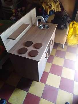 Cocina en madera fina  para niña