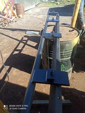 Dobladora de tol de 2.45 mtr cap de 2 m.m adicional un mecanismo para dobleces redondos.