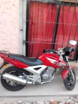 vendo Honda twister 250 modelo 2013