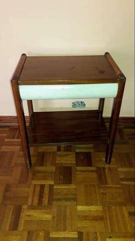 mesa de madera de 50cm de frente 40cm de profundidad 55cm de alto