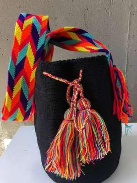 típica mochila wayu  total mente artesanal