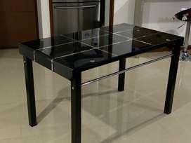 Vendo mesa de comedor en vidrio negro
