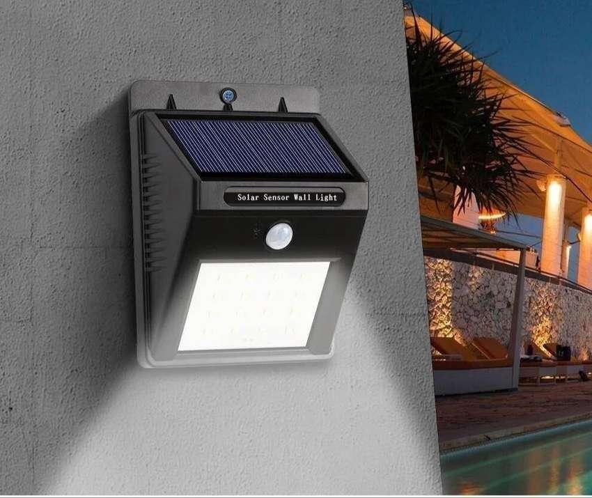 LAMPARA SOLAR AUTONOMA RECARGABLE EXTERIOR
