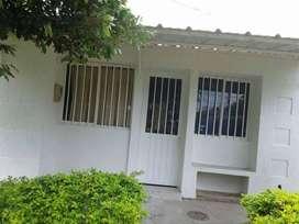 Casa Villa Lucia - Esquinera frente a parque. Con aparta-estudio para rentar.