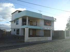 De venta casa grande, 260 metros de construcción en 3 plantas, en un total de 420 metros de terreno, Lasso-Latacunga