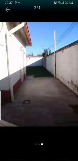 Alquilo casa de barrio para más info mandar msj a WhatsApp