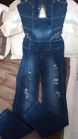 Vendo overol para mujer de jeans estres talla10 nuevo negociable