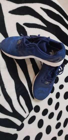 Zapatilla adidas impecable