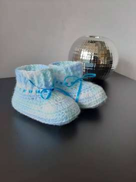 Patines tejidos para bebé
