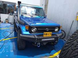 Toyota land cruiser, macho, gasolina,  blindaje 3.