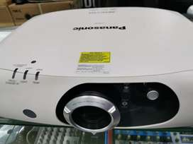 Vendo o permuto videobeam led láser panasonic ref rw 330 wxga.
