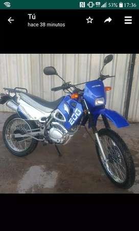 Una moto motomel dakar 200 color azul y blanco 3800 km