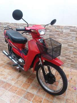 Moto Yamaha práctica y económica.