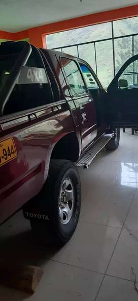 Se vende camioneta hilux 4x 4 3RZ