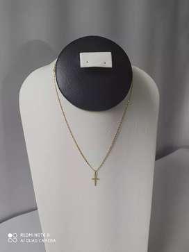 Cadena tejido 3 oros con dije cruz en oro 18k ley 750