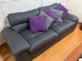 Sofa de muebles y accesorios, obsequio banca, mesa, cojines