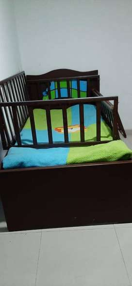 Juego de cuna/cama y armario para niño