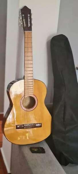 Guitarra, funda y afinador
