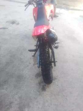 Vendo moto modificada crf