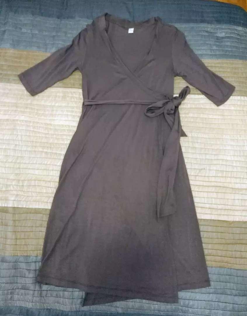 Vestido cruzado de algodón. Mujer