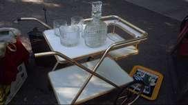 Mesa bar de madera y bronce
