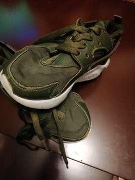 Zapatos Nike originales para niña  23