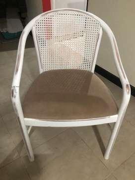 Seis sillas a restaurar