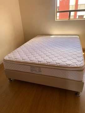 Vendo hermosa base cama doble con colchón