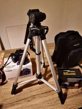 Cámara Canon EOS500D con accesorios