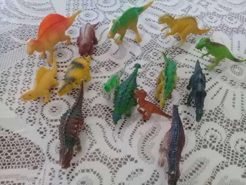 Dinosaurios de goma y plasticos 0