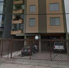 Remato estacionamiento/ cochera en edificio de San Borja