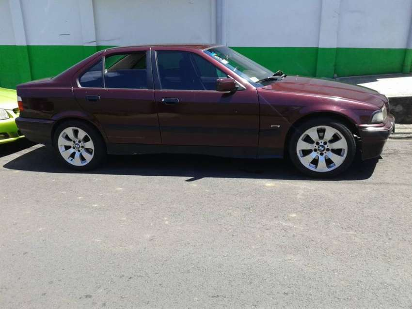 SE VENDE BMW 318IS 0