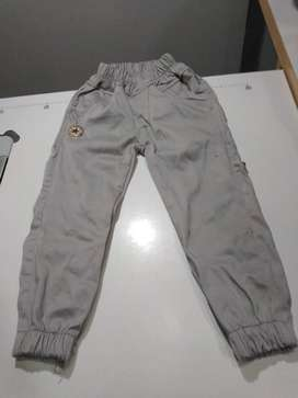 Pantalones modernos para niños