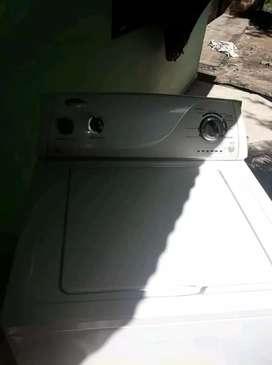 Se vende lavadora marca wirpool en perfectas condiciones con garantía precio negociable