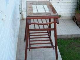 Mesa de madera para TV con dos estanterías intermedias