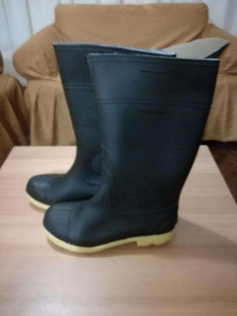 Remato botas de gebe para el agua nuevas 0