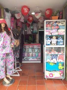 Se vende almacen de pijamas y costuras