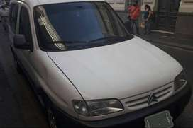 Berlingo 2001  vidriada full