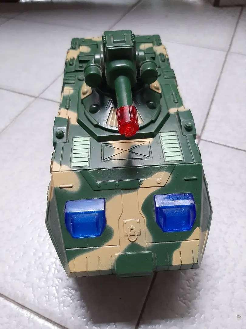 Carro Tanque Eléctrico de juguete para niños