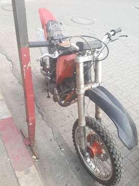 Moto 250 con chasis de ktm