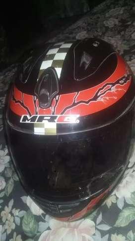 Casco MRC color rojo y negro