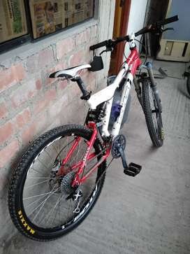 bicicleta KHS FXT pro con accesorios shimano deore XT y deore LX.no trek,giant,specialized,cannondale,Scott,look,mosso