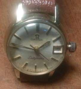 vendo cambio bonito reloj para dama  OMEGA DE cuerdaDE  CUERDA SUIZO ,.