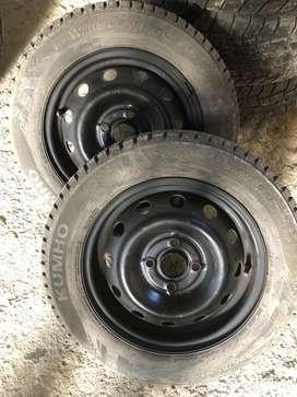 Vendo 2 ruedas armadas silicas y clavos