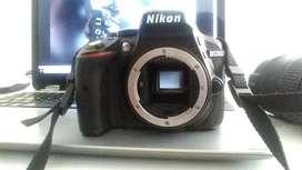 Nikon 5300 (cuerpo) y bateria/cargador
